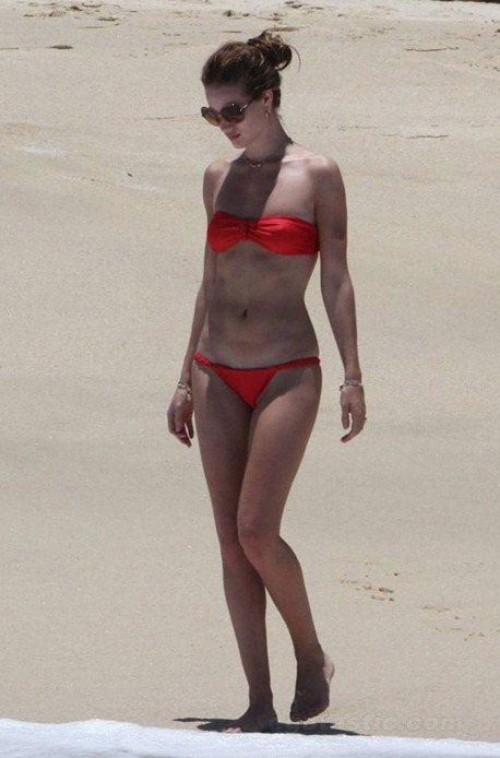 rosie-huntington-whiteley-bikini-mexico-08