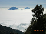 Sindoro and Sumbing from Merbabu (Wolfgang Piecha, July 2006)