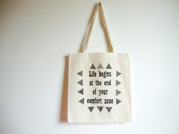 life begins at the end of your comfort zone 3 Ptice tote bag