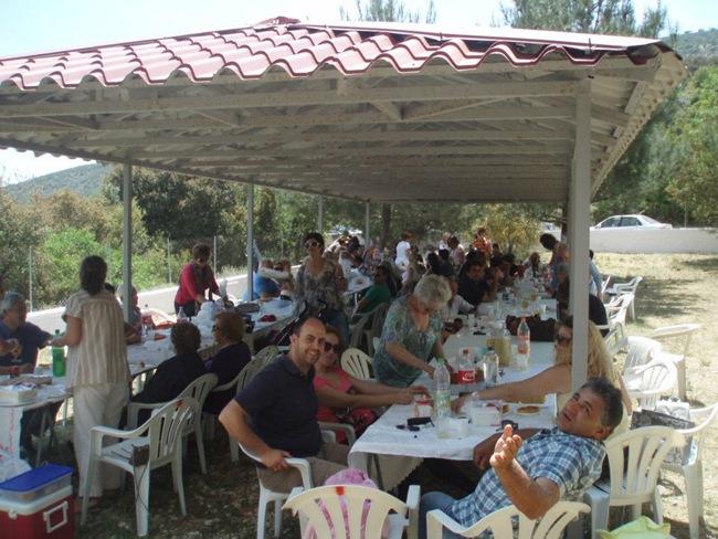 Φωτογραφίες από το πανηγύρι του Αγίου Νικολάου στα Περάματα Φραγκάτων (13-5-2012)
