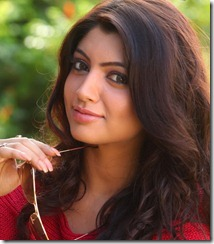 akanksha_puri_cute_still