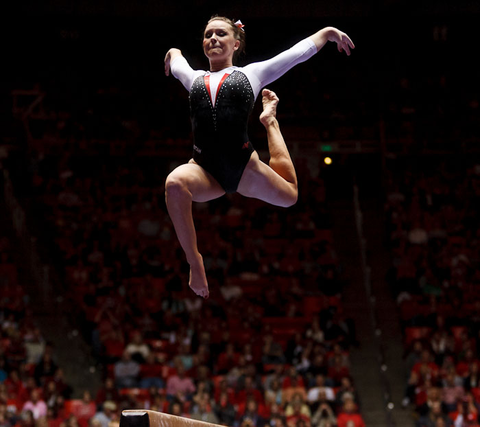 Stephanie McAllister on beam<br />