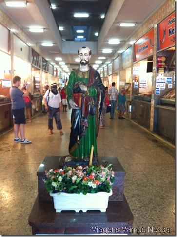 Imagem de São Pedro na entrada do Mercado São Pedro, Niterói