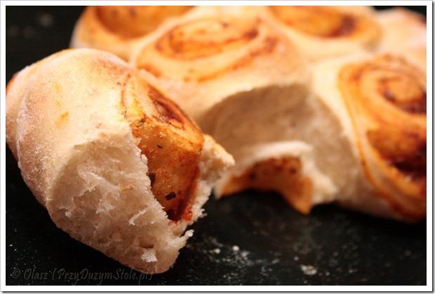 Przy Dużym Stole: Pizza – ciasto podstawowe, szybkie i niezawodne
