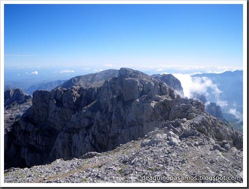 Jito Escarandi - Jierru 2424m - Lechugales 2444m - Grajal de Arriba y de Abajo (Picos de Europa) 0099
