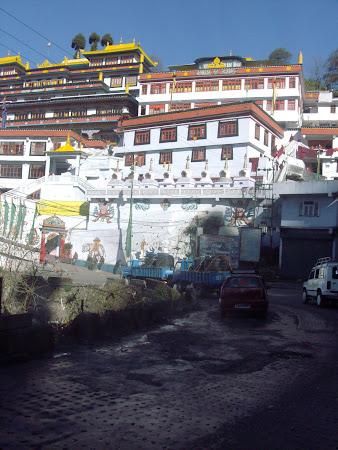 Obiective turistice India: intrarea in Darjeeling