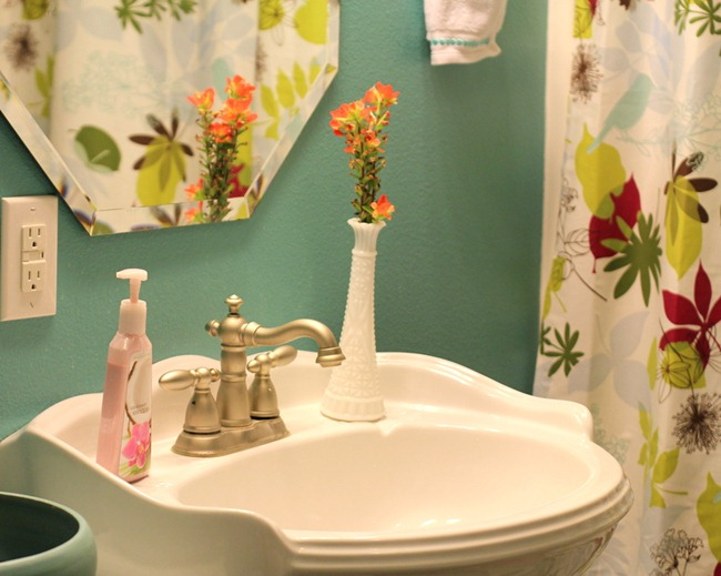 [IMG_3041%255B9%255D.jpg&description=Try-it Tuesday: Upstairs Bathroom Reveal—Putting the FUN in Functional')]