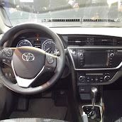 2013-Toyota-Auris-4.jpg
