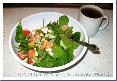 Spinach Salad with Veggies & Chicken, and Green Tea