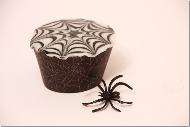 IMG_6821_spindelvevicing_spindelvev_cupcakes_halloween