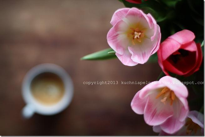 tulipany z kawą