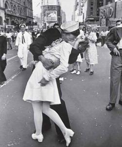 alfred_eisenstaedt_marinheiro_enfermeira_times_square_segunda_guerra_mundial