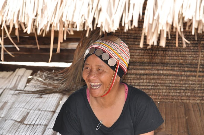 Imagini Thailanda: Femeie din tribul Akha, Thailanda