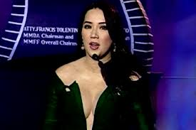 Kris Aquino shows off cleavage in MMFF awards night