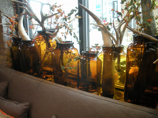 More antlers, in clever flower arrangements using awesome amber jars.