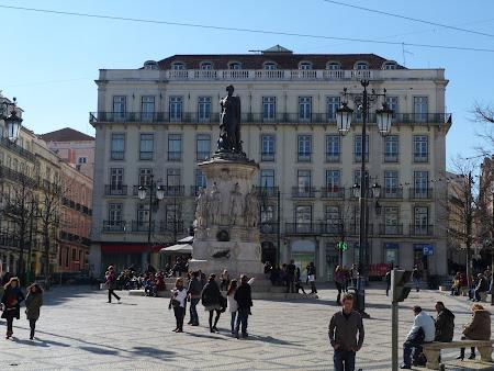 Obiective turistice Lisabona: statuia lui Camoes