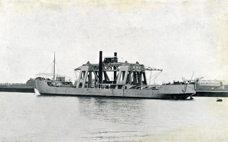 El buque KANGURO. Foto de la REVISTA GENERAL DE MARINA. Año 1921.JPG