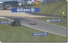 La Marussia di Bianchi attraversa la pista