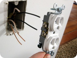 How to Wire an Outlet {Sawdust and Embryos}