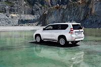 2014-Toyota-Land-Cruiser-Prado-26.jpg
