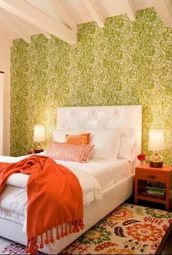 This room looks like a bouquet of fall flowers to me. The leafy pattern on that wall is so expressive!
