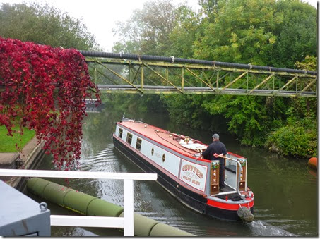 leaving woolhampton swing bridge