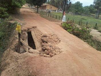 Fotos do buraco feito na ponte  pelos moradores de São Domingos