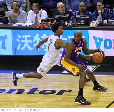 'Nick Young, Lamar Odom' photo (c) 2010, Keith Allison - license: https://creativecommons.org/licenses/by-sa/2.0/