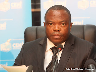 Pasteur Ngoy Mulunda, président de la Ceni, lors de la publication des listes provisoires des candidatures à l'élection présidentielle 2011 le 15/09/2011 à Kinshasa. Radio Okapi/ Ph. John Bompengo