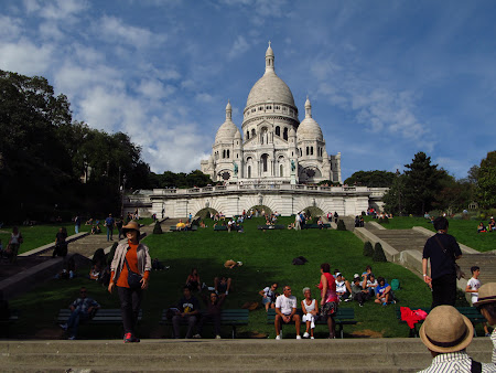 Things to do in Paris: spend a late afternoon at Sacre Coeur