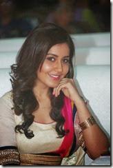 rashi_khanna_gorgeous_still