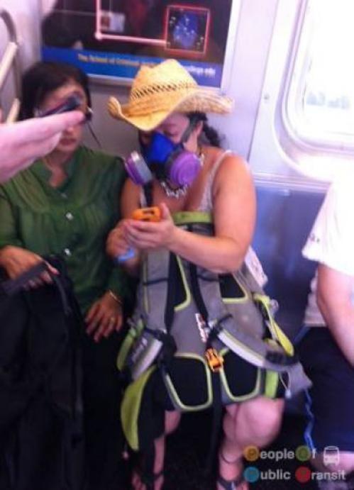 pessoas bizarras em metrô (22)