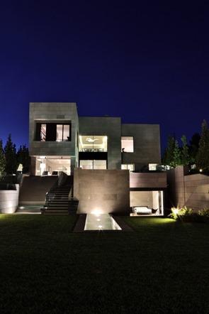 fachada-de-piedra-casa-memoria-arquitectura-A-cero