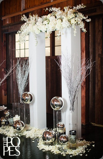 FloraNovaDesign-winter-wedding-sodo-park-seattle (34)