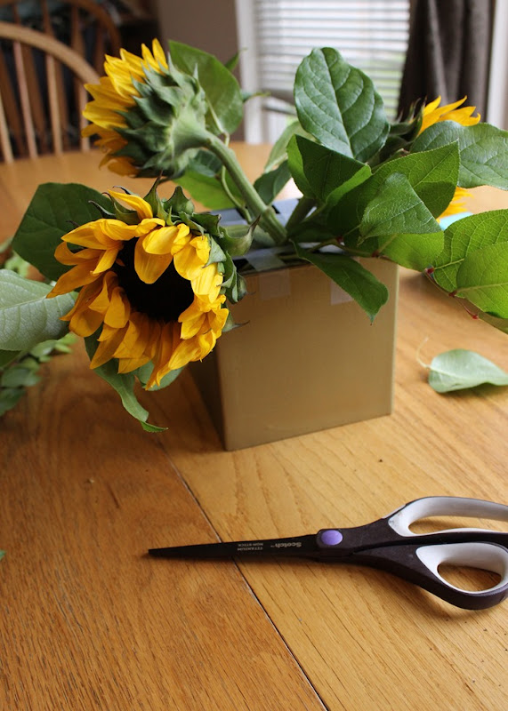 How to arrange flowers - affordable floral centerpieces