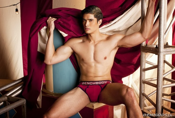 Vince Ferraren Cirque de Bench (3)