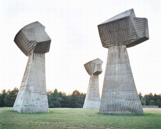 [spomenik11-2007%255B2%255D.jpg]