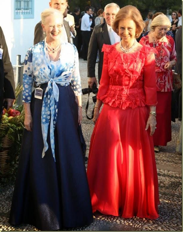 a reina Sofía, acompañada de la reina Margarita de Dinamar