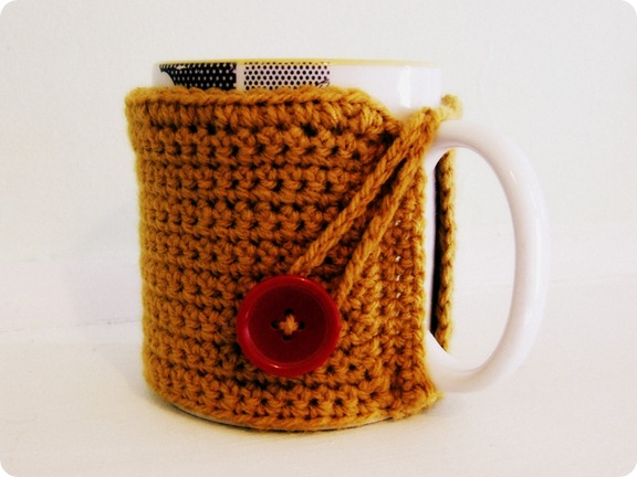 crochet mug cosy angle