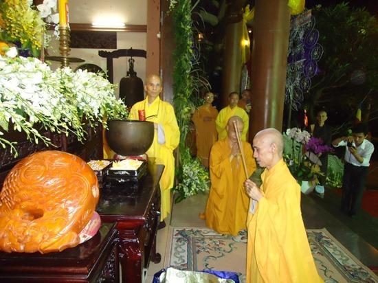 hoa-thuong-tue-sy-vieng-linh-hoa-thuong-thich-minh-chau (4)