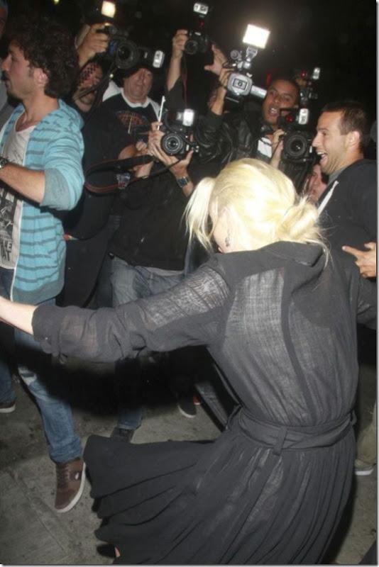 celebrities-falling-down-27