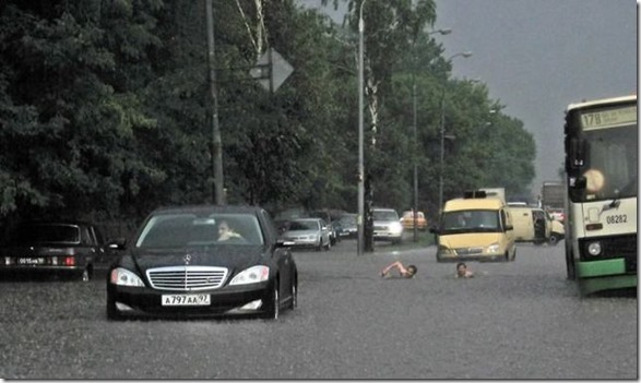 happy-flood-people-18