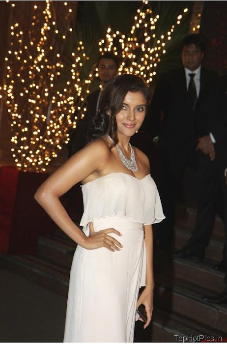 Asin Hot Navel Pics in White Dress 2