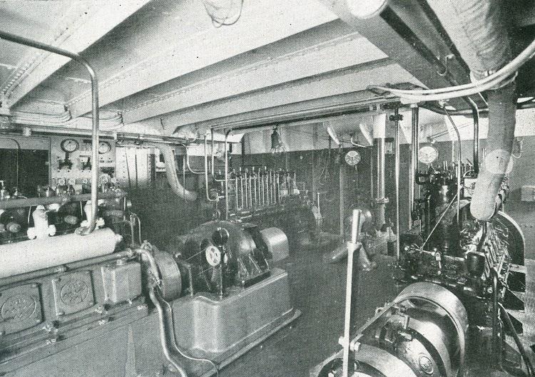 Camara de motores. Foto de la revista INGENIERIA NAVAL. Septiembre de 1931.jpg