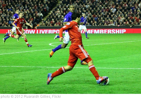 'Luis Suarez runs at Distin 2' photo (c) 2012, Ruaraidh Gillies - license: http://creativecommons.org/licenses/by-sa/2.0/