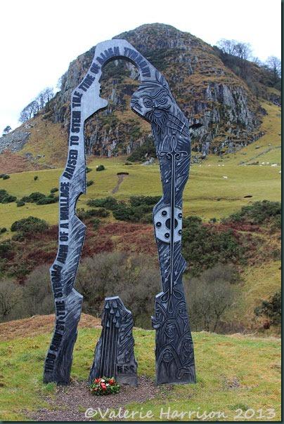 3 Loudoun-Hill-and-sculpture