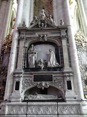 2014.07.20-023 l'ange pleureur dans la cathédrale