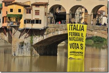 "Greenpeace ""denuclearizza"" Firenze"