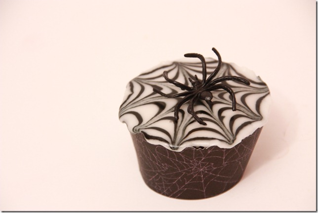 IMG_6823_spindelvevicing_spindelvev_cupcakes_halloween