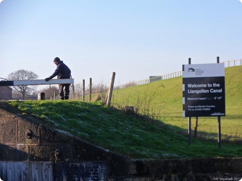 SAM_0009 George and Hurleston Lock 1
